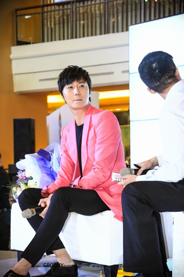 2014 5 27 Jung Il-woo at a Holika Holika Greet and Meet in Indonesia. Extra 3.jpg