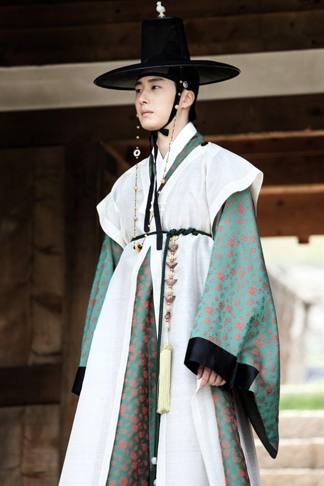 2014 7 29 Jung II-woo as Lee Rin, First Good Look 6