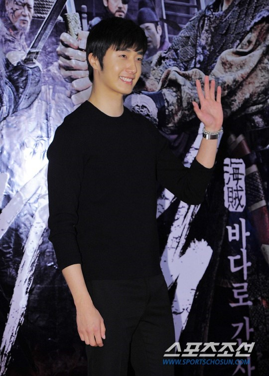 2014 7 29 Jung II-woo in the VIP presentation of Pirates. 3