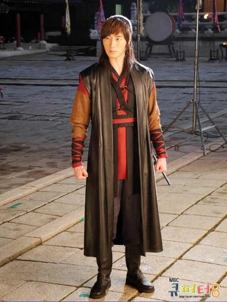 2014 7 Jung II-woo in The Night Watchman Journal Photo Shoot outside. Cr. Cupitter9 26