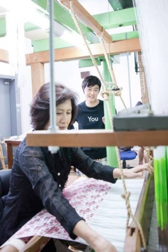 2014 8 19 Jung II-woo wearing Hanbok designed by his mom 9.jpg