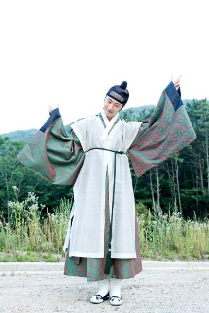 "2014 8 5 Jung II-woo ""here comes Prince Lee Rin"" Cr. Starcast 21.jpg"