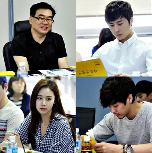 Jung II-woo reading the Night Watchman Journal Script. Cr. Jungilwoo.com 00009