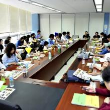 Jung II-woo reading the Night Watchman Journal Script. Cr. Jungilwoo.com 00012