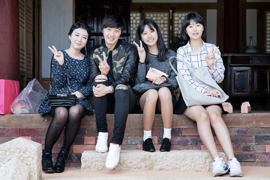 2014 10 7 Jung Il-woo dates his girlfriend:s secretly Cr. jungilwoo.com for Starcast 22.jpg