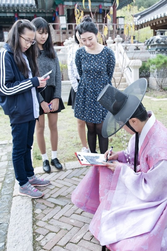2014 10 7 Jung Il-woo dates his girlfriend:s secretly Cr. jungilwoo.com for Starcast 28.jpg