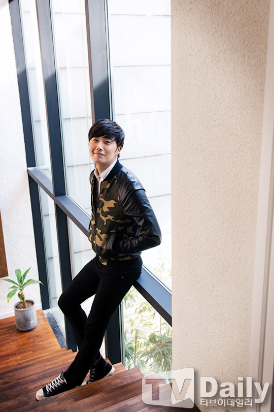2014 11 Jung Il-woo in a camouflage jacket photo shoot 1