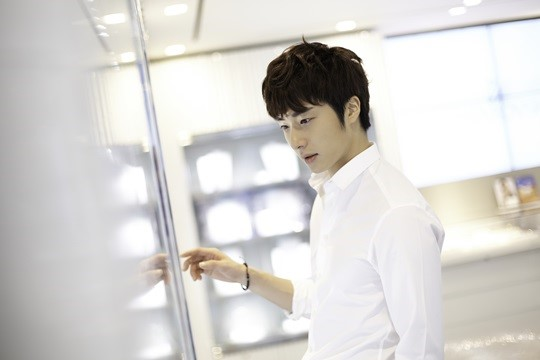 2014 9 Dating Jung II-woo Starcast.  6.jpg