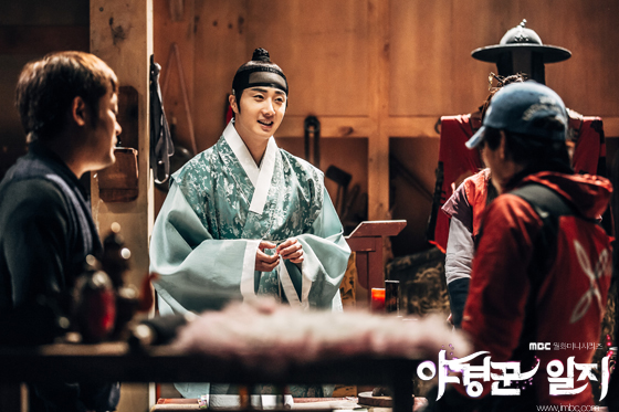 2014 9 Jung II-woo in Night Watchman's Journal Episode 10 BTS Cr.MBC 12