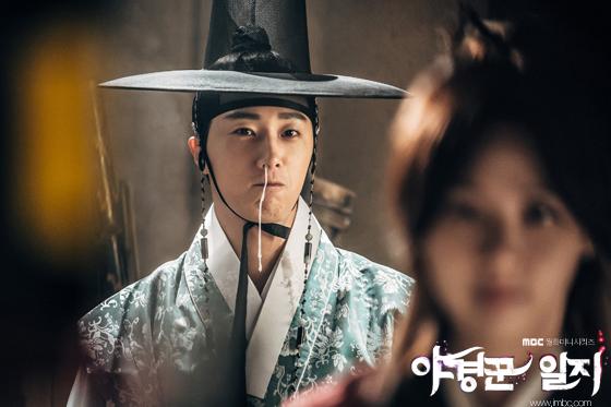 2014 9 Jung II-woo in Night Watchman's Journal Episode 10 BTS Cr.MBC 14