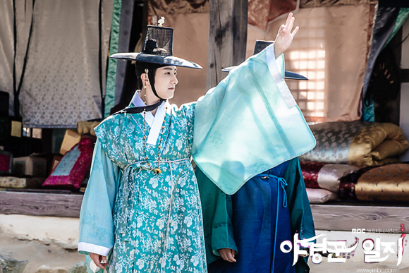 2014 9 Jung II-woo in Night Watchman's Journal Episode 10 BTS Cr.MBC 5