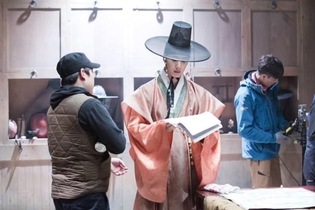 2014 9 The Night Watchman's Journal Episode 15 BTS . Cr. jungilwoo.com6