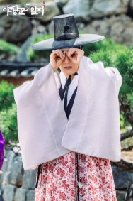 2014 9:10 Jung Il-woo in THe Night Watchman's Journal Episode 17 BTS 2 2
