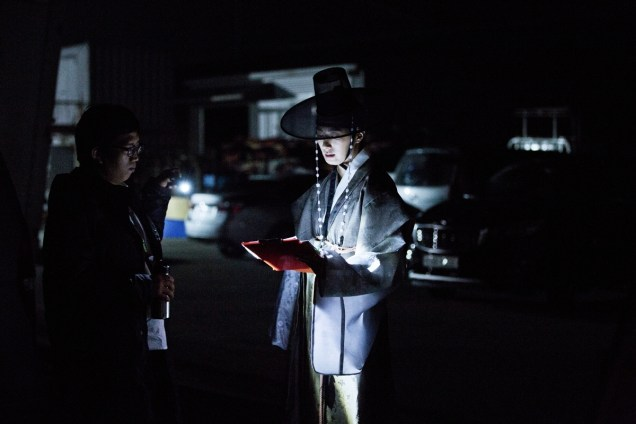 2014 9:10 Jung Il-woo in THe Night Watchman's Journal Episode 17 BTS 3 11