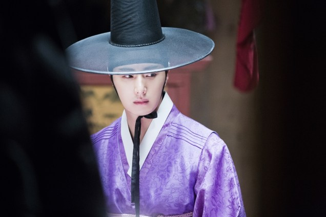 2014 9:10 Jung Il-woo in THe Night Watchman's Journal Episode 17 BTS 3 4