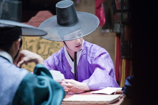 2014 9:10 Jung Il-woo in THe Night Watchman's Journal Episode 17 BTS 3 5