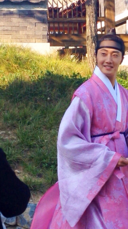 2014 9:10 Jung Il-woo in THe Night Watchman's Journal Episode 19 BTS Fan Taken 2