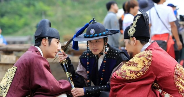 2014 9:10 Jung Il-woo in THe Night Watchman's Journal Episode 20 BTS2