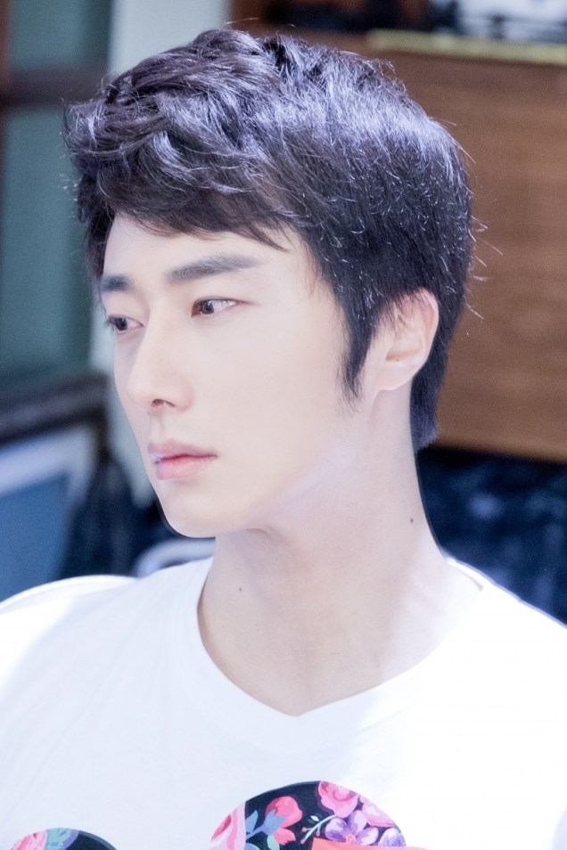 2014 Jung II-woo in Nioght Watchman's Journal photo shoot. 5