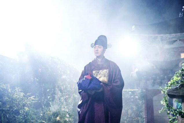 Jung II-woo in the Night Watchman's Journal Episode 5 BTS Cr. MBC 11