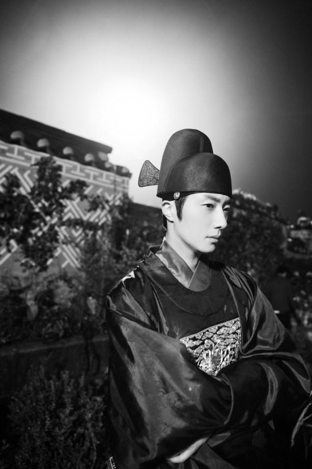 Jung II-woo in the Night Watchman's Journal Episode 5 BTS Cr. MBC 12
