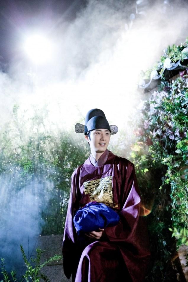 Jung II-woo in the Night Watchman's Journal Episode 5 BTS Cr. MBC 17