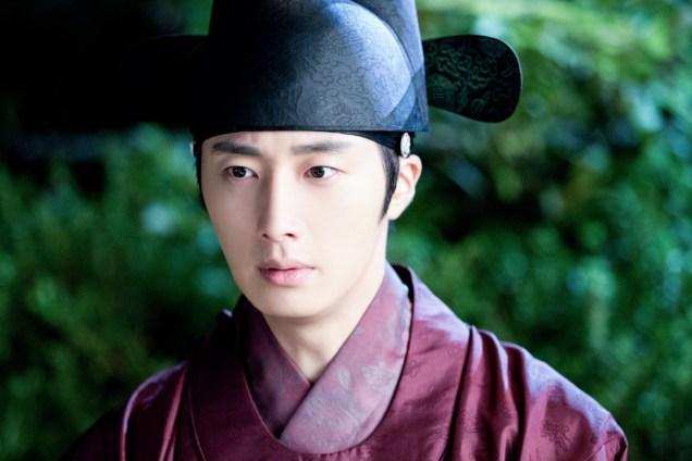 Jung II-woo in the Night Watchman's Journal Episode 5 BTS Cr. MBC 21