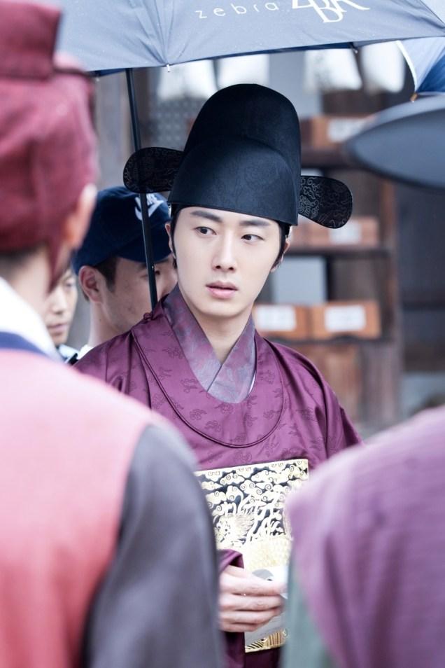 Jung II-woo in the Night Watchman's Journal Episode 5 BTS Cr. MBC 23