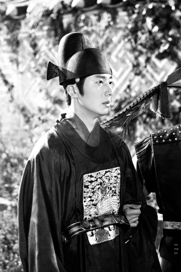 Jung II-woo in the Night Watchman's Journal Episode 5 BTS Cr. MBC 4