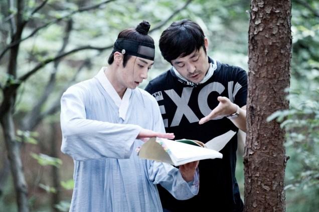 Jung II-woo in the Night Watchman's Journal Episode 6 BTS Cr. MBC 17