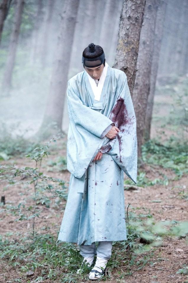 Jung II-woo in the Night Watchman's Journal Episode 6 BTS Cr. MBC 19