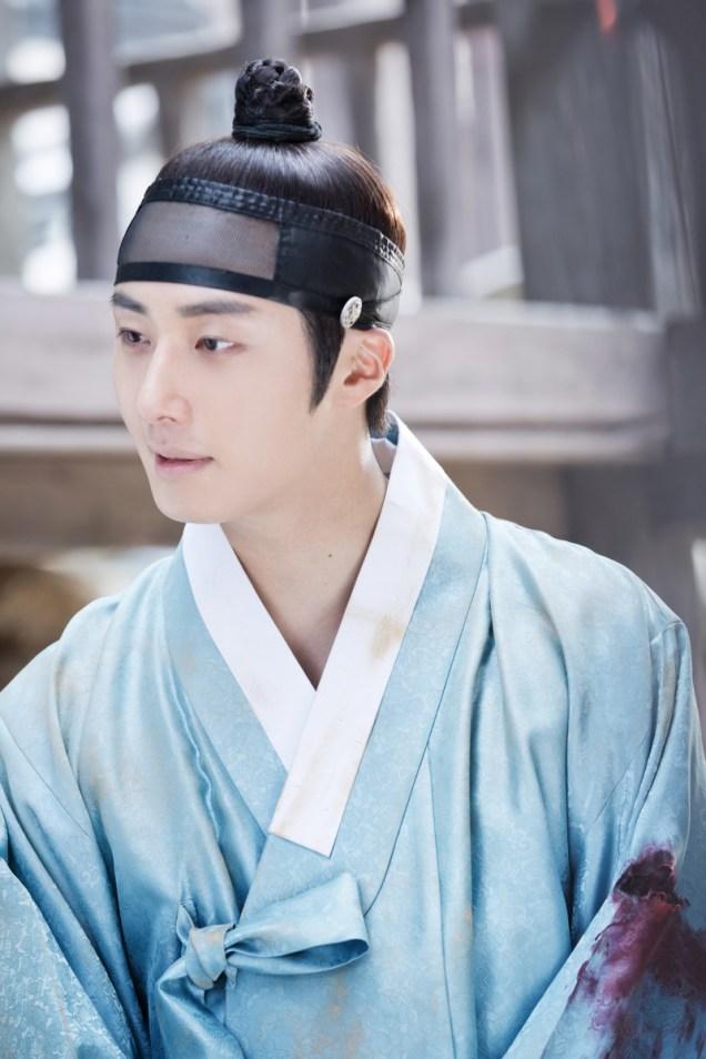 Jung II-woo in the Night Watchman's Journal Episode 6 BTS Cr. MBC 8