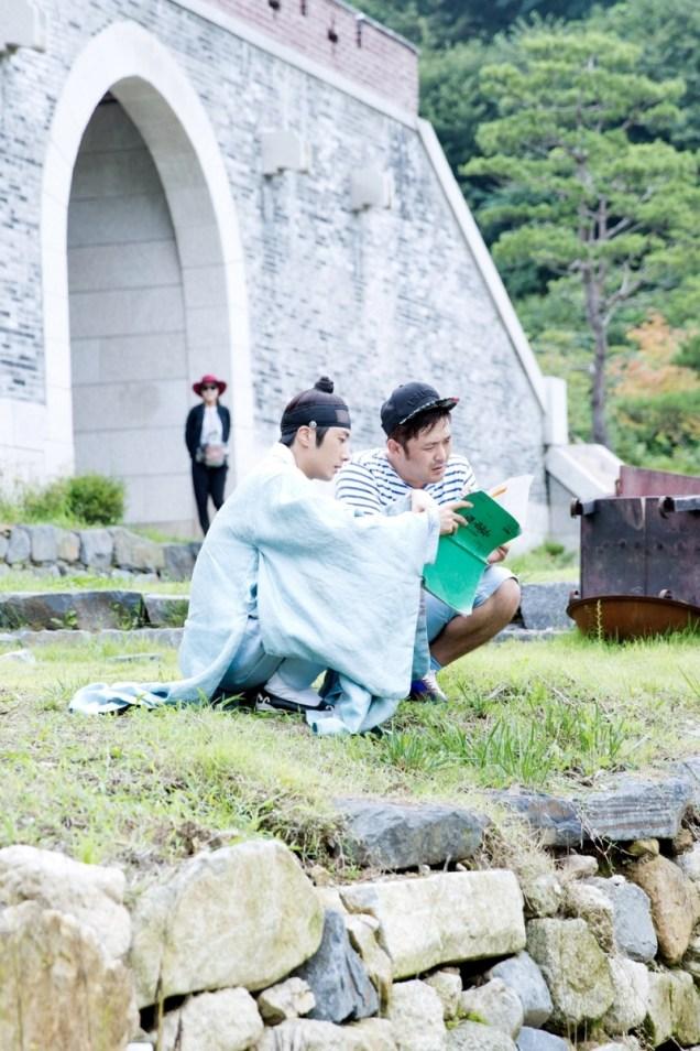 Jung II-woo in the Night Watchman's Journal Episode 7 BTS Cr. jungilwoo.com3