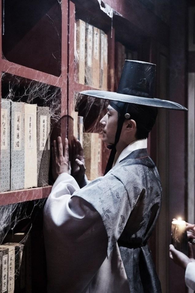 Jung II-woo in the Night Watchman's Journal Episode 7 BTS Part 2 Cr. jungilwoo.com 13