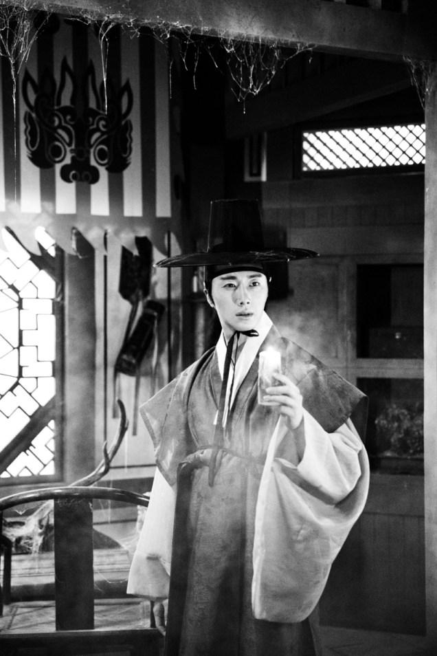 Jung II-woo in the Night Watchman's Journal Episode 7 BTS Part 2 Cr. jungilwoo.com 2