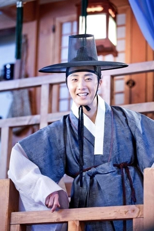Jung II-woo in the Night Watchman's Journal Episode 8 BTS Part 2 Cr. jungilwoo.com 8