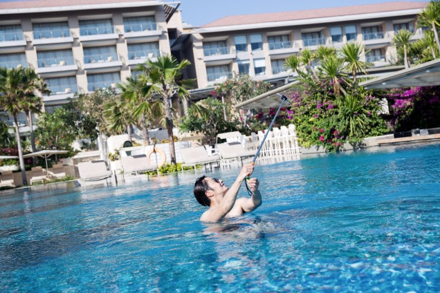 2014 10:11 Jung Il-woo in Bali : BTS Part 1 Enjoying the pool! .jpg 3