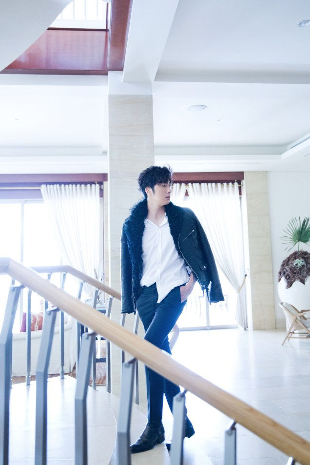 2014 10:11 Jung Il-woo in Bali for BNT International Part 2: Black Leather Furry Jacket Oasis 13