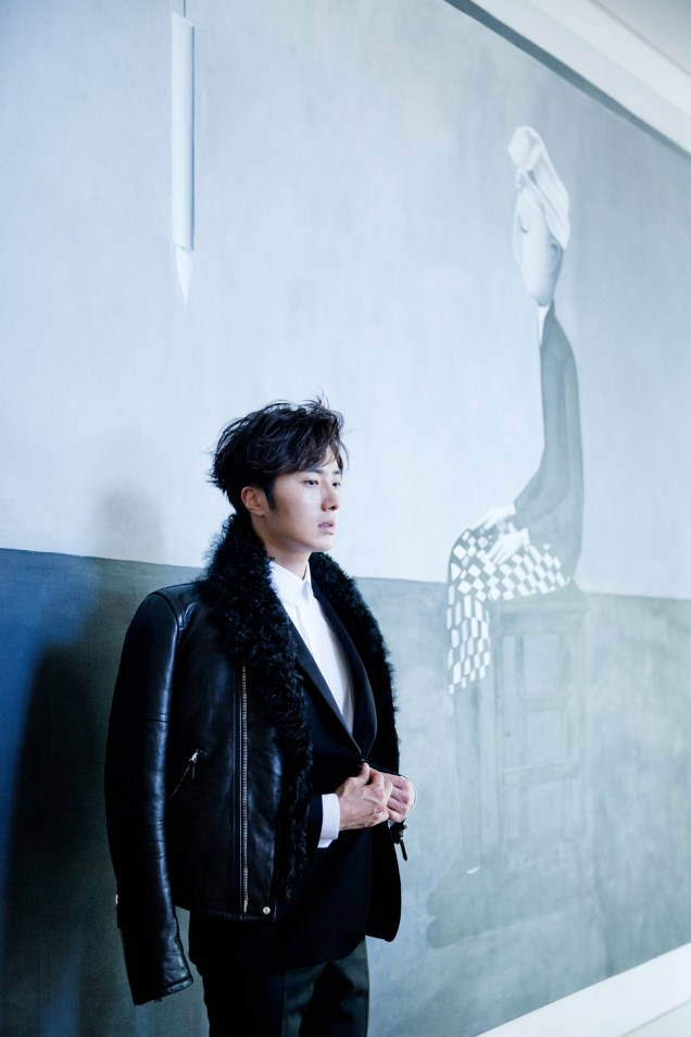2014 10:11 Jung Il-woo in Bali for BNT International Part 2: Black Leather Furry Jacket Oasis 4
