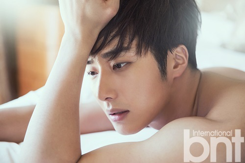 2014 10:11 Jung Il-woo in Bali for BNT International Part 2: Guitar and In Bed. BNT International Selected ones. 3