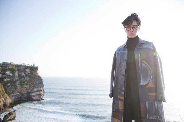 2014 10:11 Jung Il-woo in Bali for BNT International Part 3: Burberry Coat .jpg4