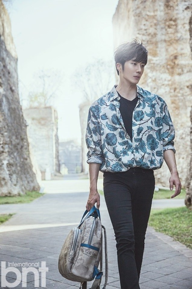 2014 10:11 Jung Il-woo in Bali for BNT International Part 3: Cliffy Goodness with Logo. Cr.BNT International 1