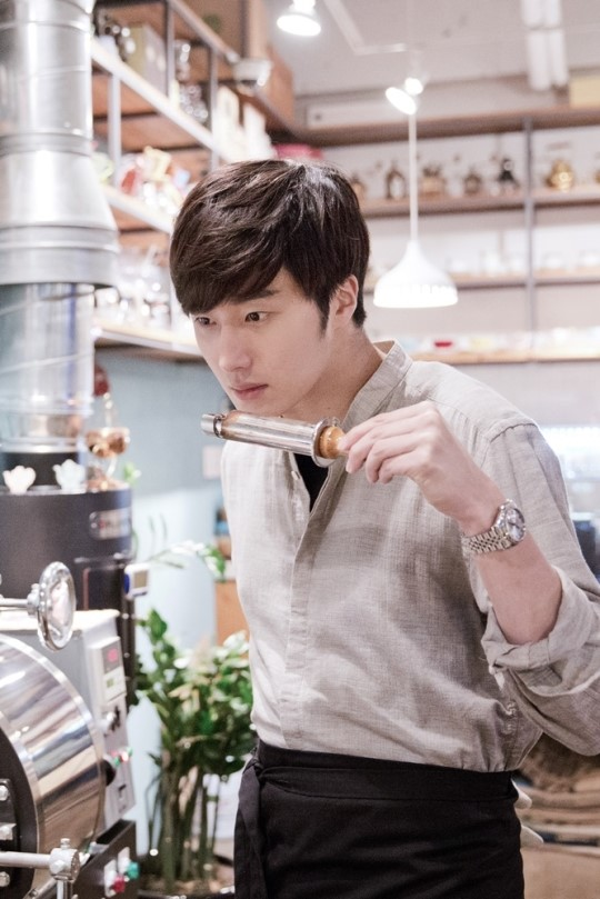 2014 11 13 Jung Il-woo makes coffee when he gets sentimental.  Starcast 10.jpg