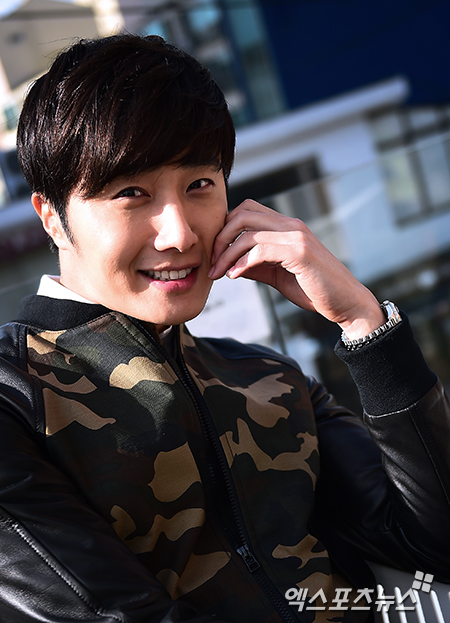 2014 11 Jung Il-woo in a camouflage jacket photo shoot 8