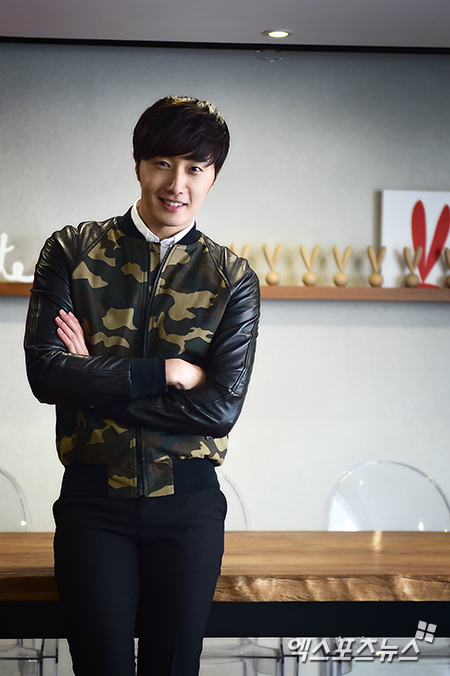 2014 11 Jung Il-woo in a camouflage jacket photo shoot 9