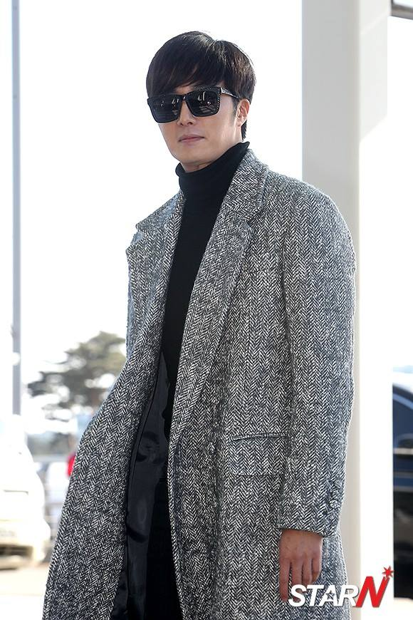 2014 12 2 Jung Il-woo at the airport via Normandy, France. 14
