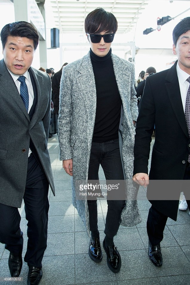 2014 12 2 Jung Il-woo at the airport via Normandy, France. 16