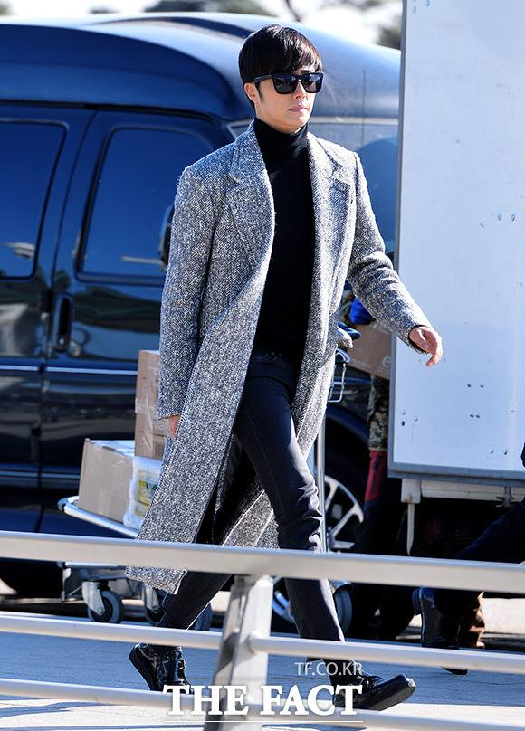 2014 12 2 Jung Il-woo at the airport via Normandy, France. 9