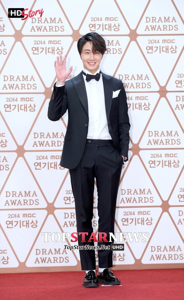 2014 12 30 Jung Il-woo Red Carpet at the 2014 MBC Awards 8