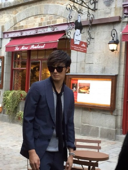2014 12 Jung Il-woo for InStyle in France at Mont Saint Michel BTS .jpg5
